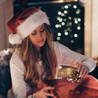 7 Quick, Easy (and Inconspicuous) Ways to De-stress During the Holiday Madness